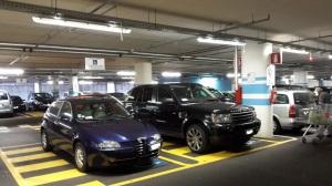 Bressanone - Macchine impediscono invalidi passaggio o parcheggio -foto Massimo Bessone  (14)